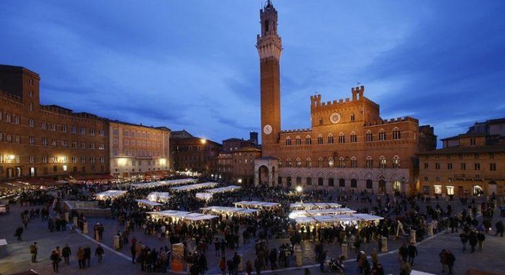 Gli olivicoltori ed i frantoiani al Mercato del Campo di Siena grazie all'Associazione Nazionale Città dell'Olio